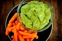 Зеленый соус из авокадо и кинзы