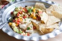 Сыр бри с кукурузой и мексиканским соусом