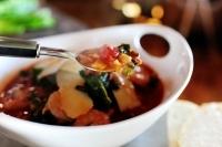 Фасолевый суп с креветками