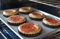 Пироги с творогом и томатами