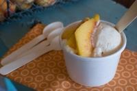 Мороженое с персиком