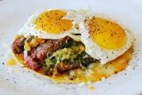 Завтрак с фланг-стейком и яйцом