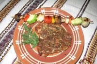 Стейк куриный на гриле с перцем и овощами