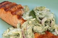 Лосось на гриле с салатом