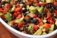 Салат из фасоли с авокадо и кукурузой