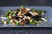 Салат с грибами и лесными орехами